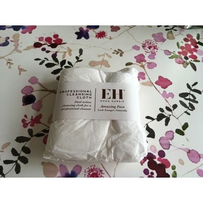 NEW ????EH EMMA HARDIE????DUAL ACTION PROFESSIONAL CLEANSING CLOTH